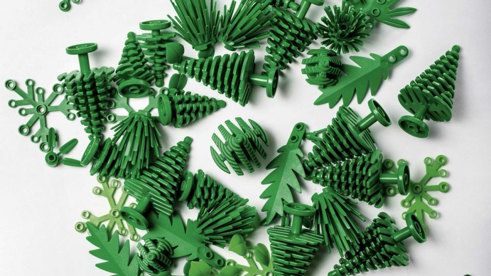 Lego green plastics sustainable design 1